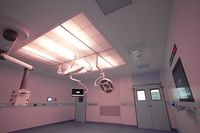 Marchhart TAV-Decke mit LED Hintergrundbeleuchtung/ laminar air flow ceiling with LED background lighting
